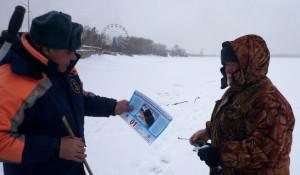 Инспектор Владимир Морозов без труда смог обнаружить рыбаков на своем участке.