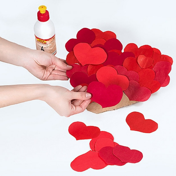 Рука с сердцем открытка