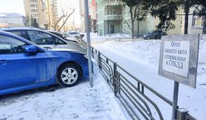 Парковка. Автомобили в Барнауле.