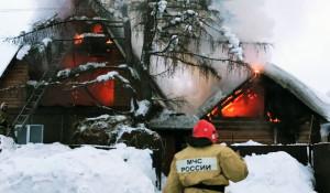 Пожар, сотрудник МЧС.
