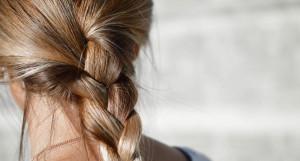 Женщина с косой.