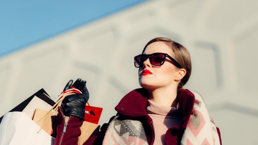 Женщина с сумками. Покупки.