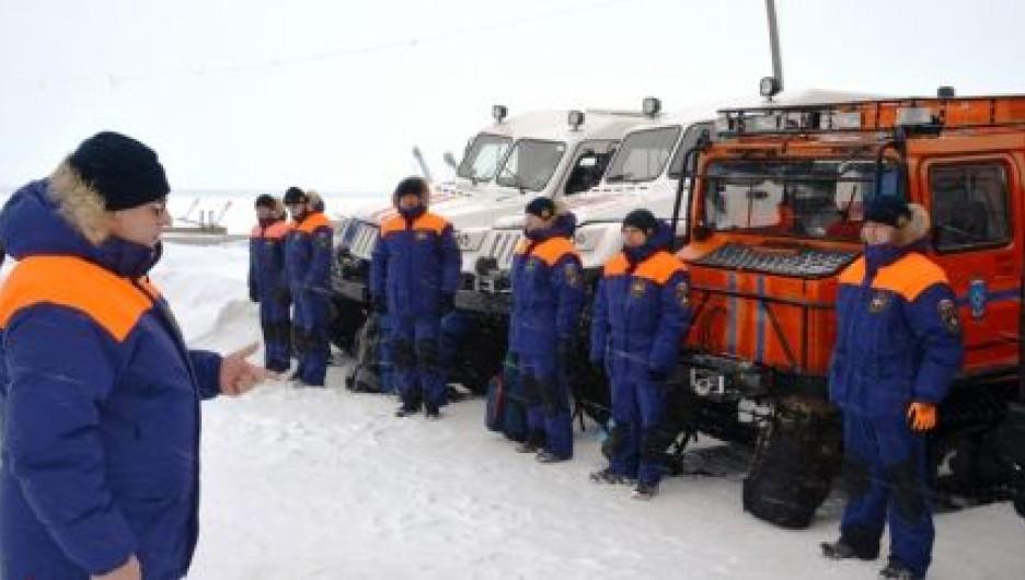 Спасатели МЧС принимают участие в поисковых работах на Телецком озере. 13 февраля 2017 года.