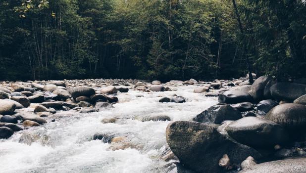 Река. Горная река. Поток.