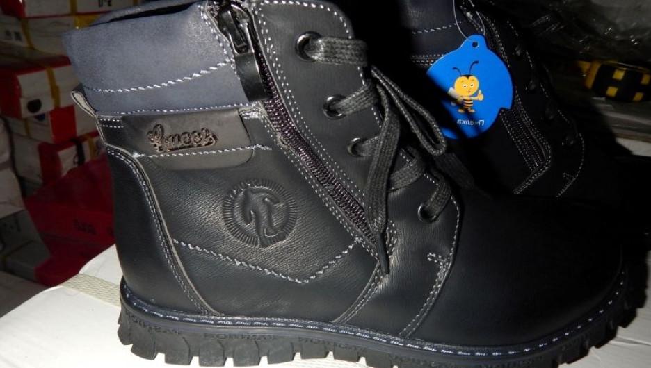 Алтайская таможня задержала контрафактную обувь «Gucci» и конфеты «Барбарис»