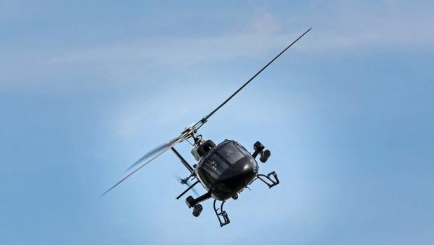 Вертолет. Полет. Авиация.