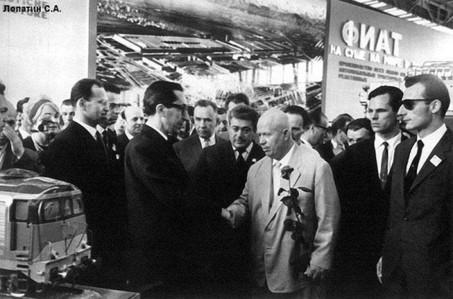 Никита Хрущев на торгово промышленной выставке Италии, 1962 год, Москва