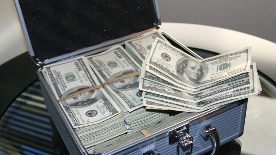 Чемодан долларов.