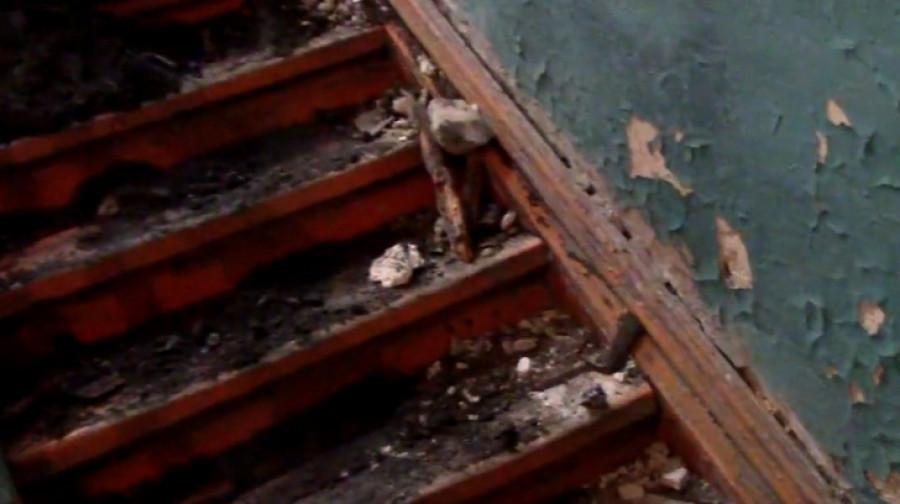 Обрушение потолка в подъезде. Тимуровская, 38