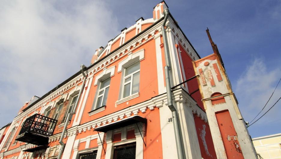 Двухэтажный дом, построенный в 1909 году на улице Пушкина, 48.