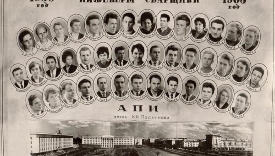 Первый выпуск инженеров-сварщиков в 1965 году.