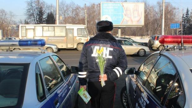 ГИБДД Барнаула поздравляет автоледи с 8 марта.