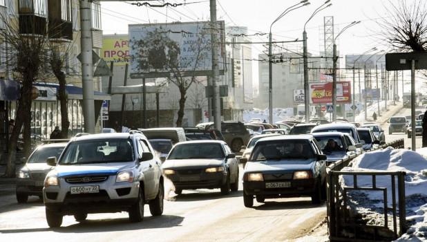 Автомобили в Барнауле.