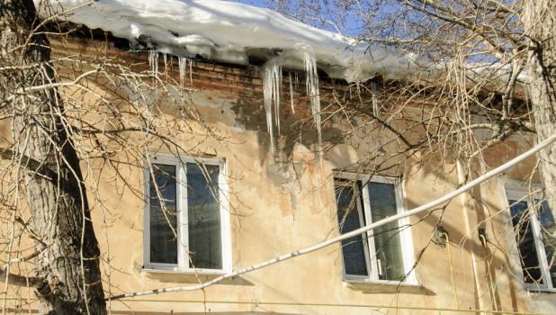 Управляющая компания заплатит сотни тысяч рублей заупавшие надетей глыбы льда