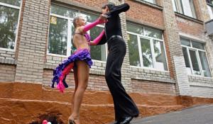 "Танцуют ребята из студии танца ""Лариса""."