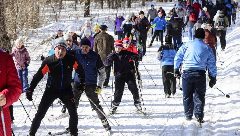 """На закрытие лыжного сезона на """"Трассе здоровья"""" пришло рекордное количество любителей активного отдыха. 19 марта 2017 года."""