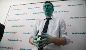 Алексея Навального облили зелёнкой в Барнауле. 20 марта 2017 года.