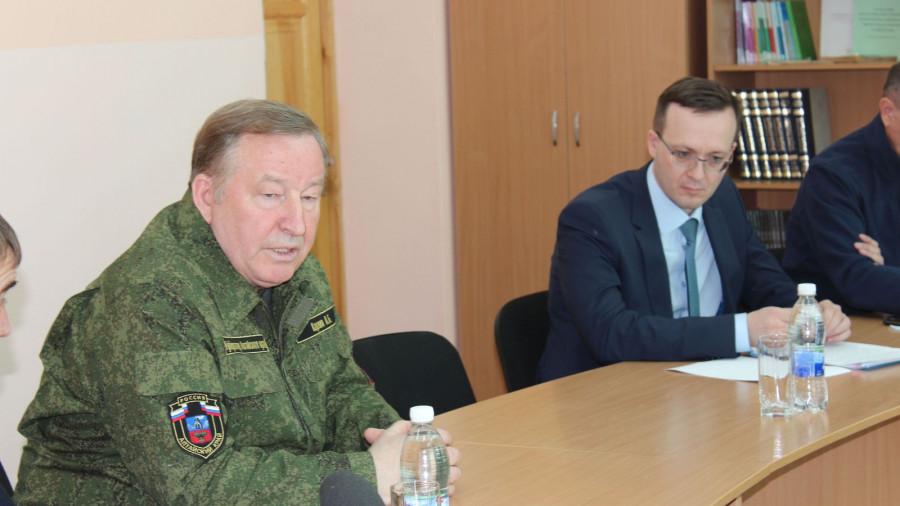 Александр Карлин проверил, как готовятся к паводку в селах Бийского и Красногорского района.