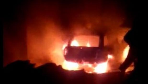 В баранульских гаражах сгорели две машины. 27 марта 2017 года.