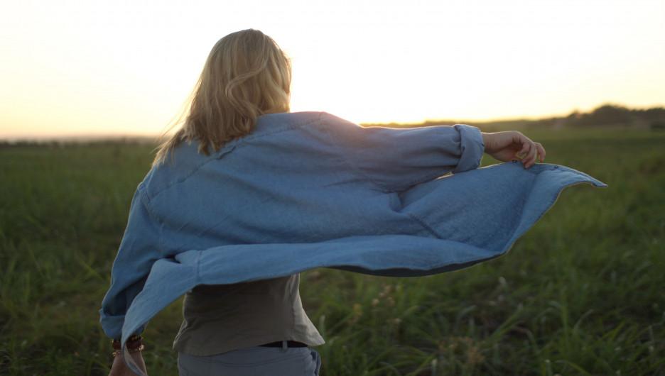 Девушка. Ветер летом.