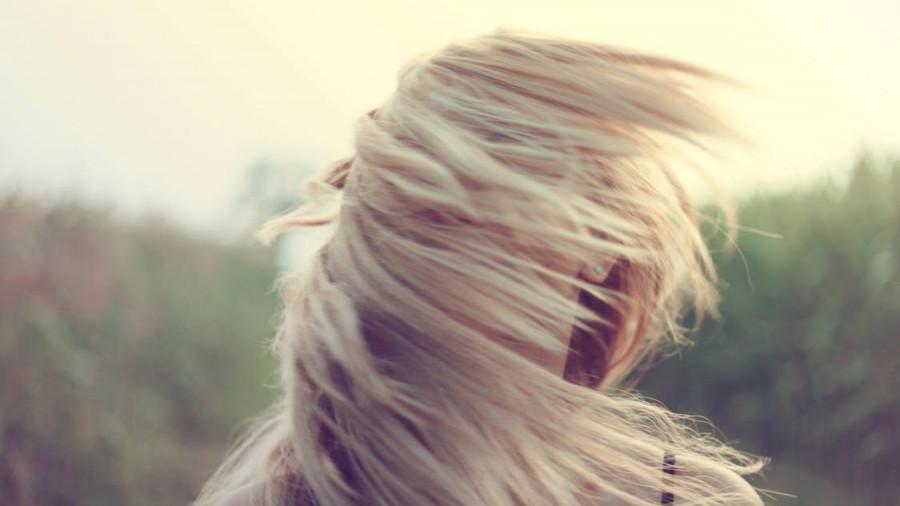 Ветер, девушка.