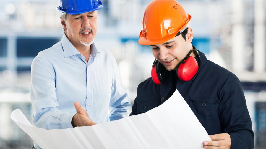 Инженеры-строители.