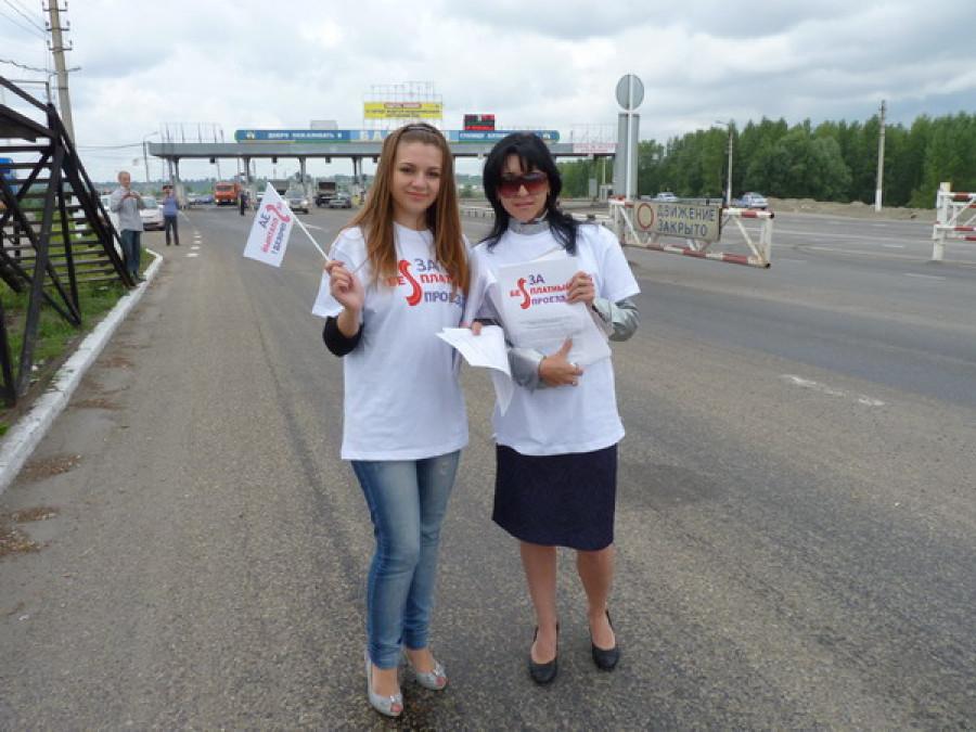 Барнаульские общественники протестуют против взимания платы за проезд по Новому мосту через Обь.