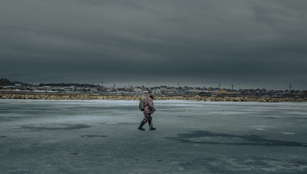 Подледная рыбалка весной на Алтае.