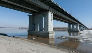 10 апреля в Барнауле у речного вокзала оторвало льдину на Оби. Паводок на Алтае-2017.