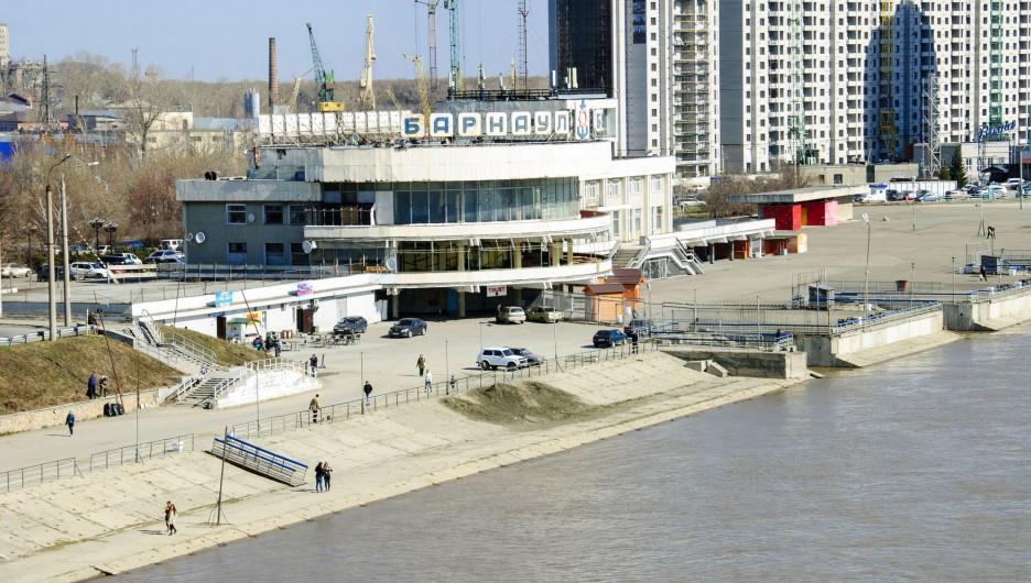 Обь в районе Речного вокзала в Барнауле. 21 апреля 2017.