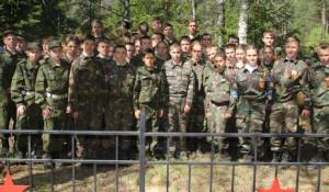 Курсанты Сибирского кадетского корпуса г. Новосибирска, с 2001 года несущие Вахту памяти на Ивановском пятачке.