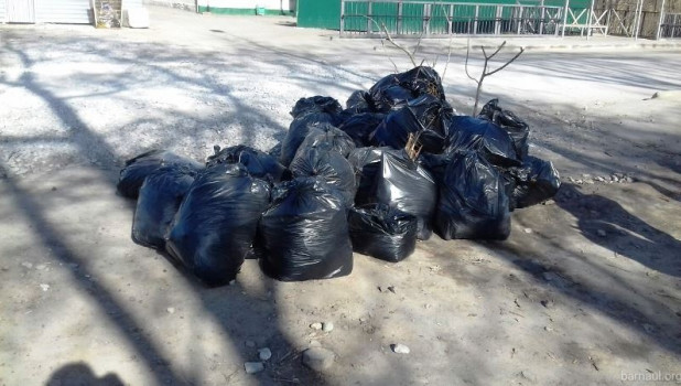 Уборка мусора.