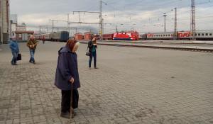 Железнодорожный вокзал Барнаула, пенсионерка.