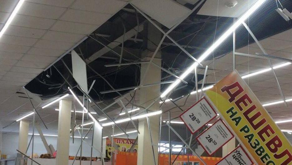 """В Колывани в """"Марии-Ра"""" рухнул потолок"""