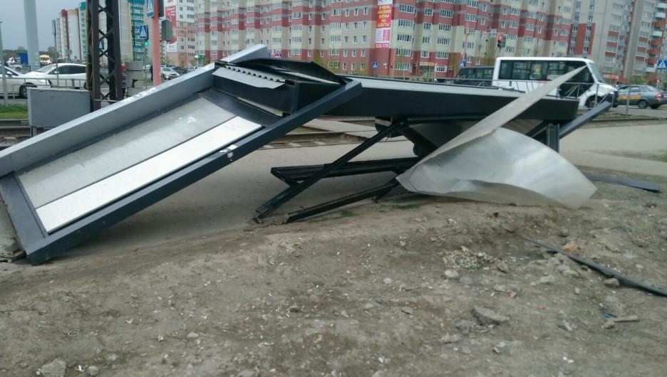 Последствия ураганного ветра в Барнауле