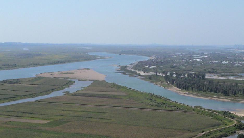 Река Ялу на границе КНДР и Китая.