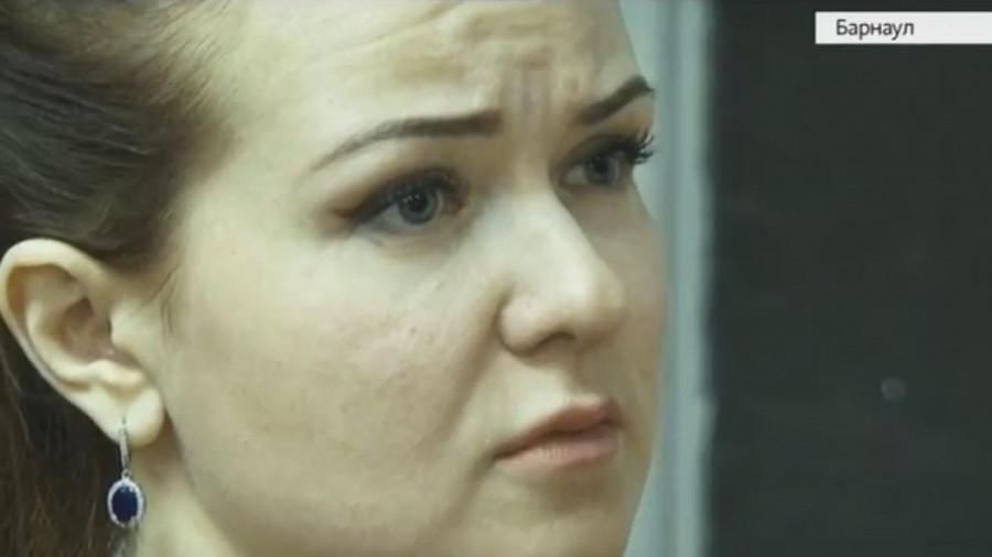 Оксана Ткаченко слушает приговор.