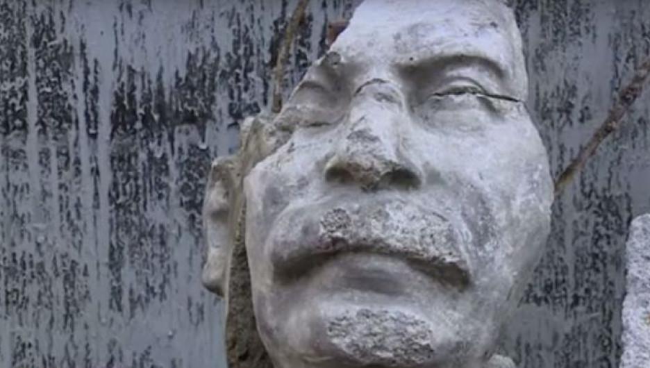 Фрагмент памятника Сталину.