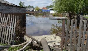 Спасатели МЧС откачивают грунтовые воды в Рубцовске. Паводок-2017 на Алтае.
