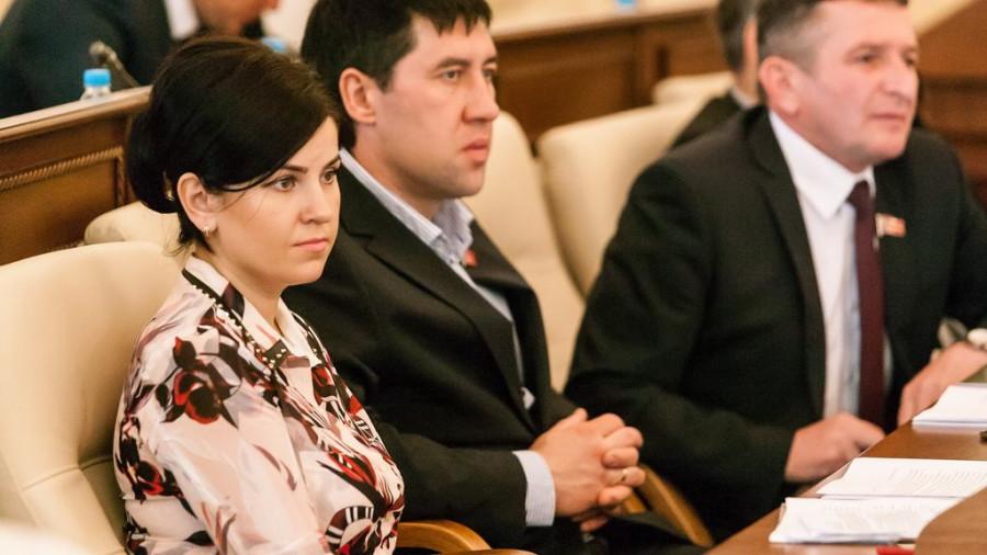Мария Прусакова и Максим Талдыкин (в центре).