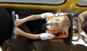 Первоклассник Данил Гаппель идёт в школу.