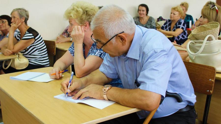 Алтайские пенсионеры на курсах компьютерной грамотности МТС.
