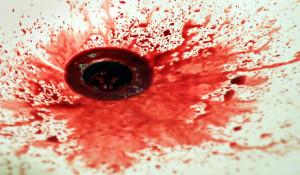 Кровь в раковине.