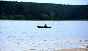 В Павловске готовят пляж к лету.