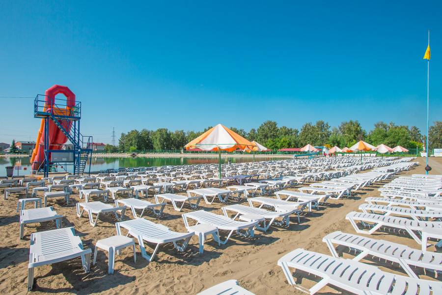 """Летний сезон на пляже """"Солнечный""""."""