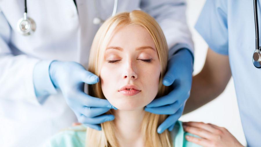 Косметология. Укол красоты. Пластическая операция.