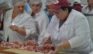 На Алтае выбрали лучшего обвальщика мяса