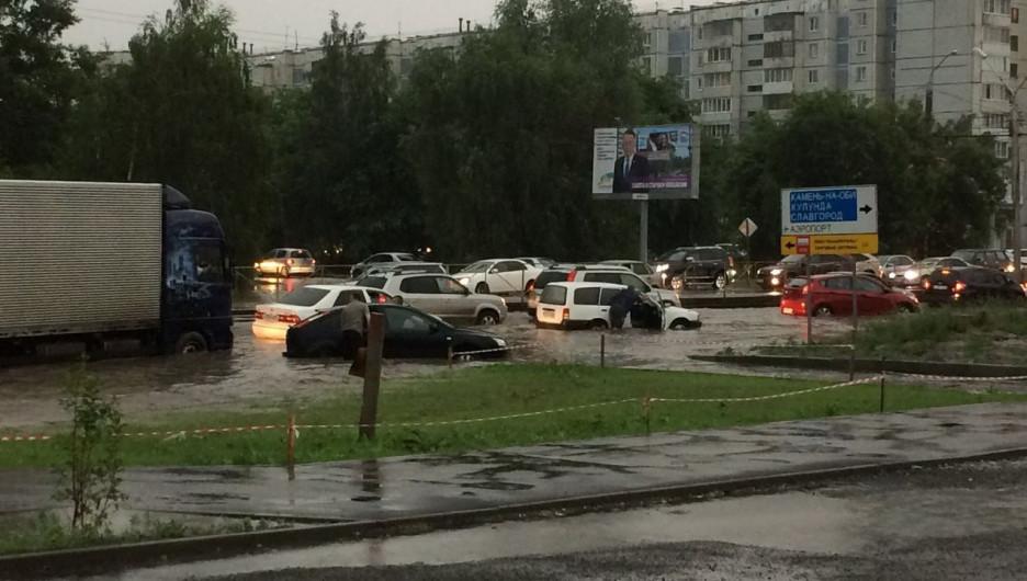 Барнаул затопило ливнем.