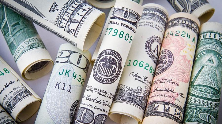 Доллары.