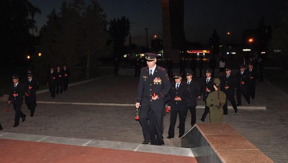 Барнаульские полицейские возложили цветы к мемориалу Славы.